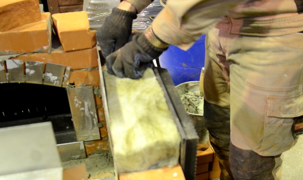 Как установить топочную дверцу. Монтаж на короб из нержавеющей стали