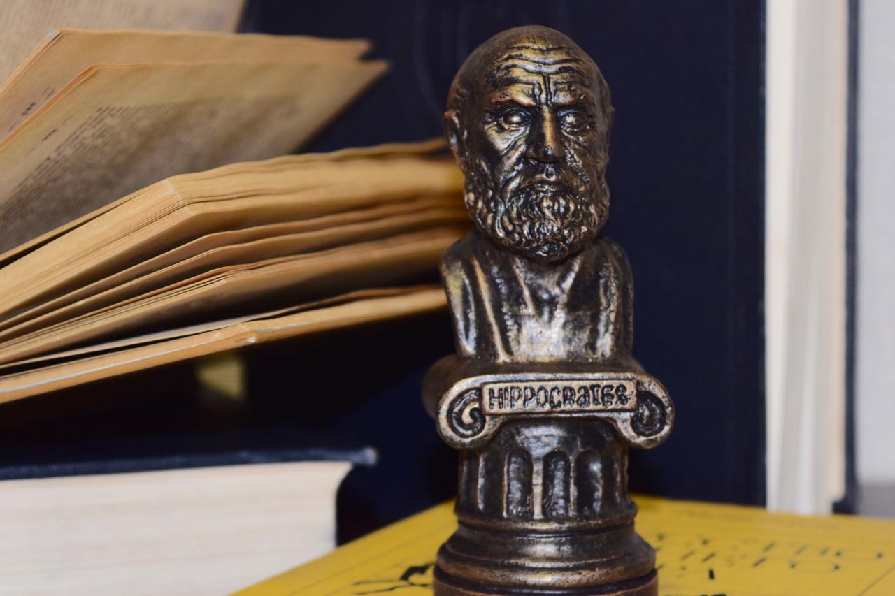 Гиппократ: учёный, врач, философ. Чугунный бюст Гиппократа