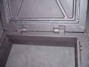 Какой должна быть чугунная топочная дверца